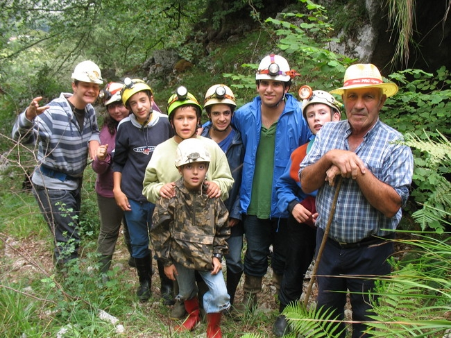 Spanish cavers and Tiano